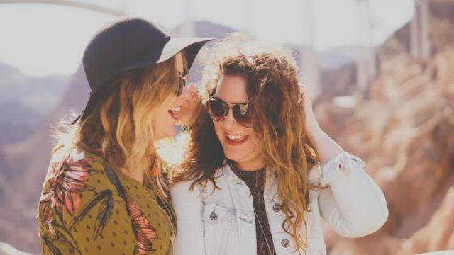 女性の好意的サインは態度やしぐさの変化でわかる?会話内容も