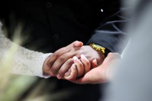 付き合う前のデートで手を繋ぐ女性の心理