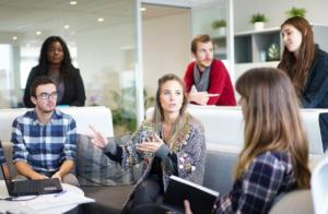 社内恋愛で別れた後の職場での態度はどうすれば良い?
